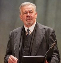 Terence Wilton as Arthur Kipps